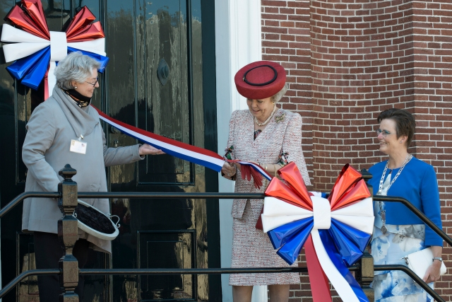 Anna Roosevelt, Princess Beatrix, Oud-Vossemeer Mayor Mrs. Van der Velde