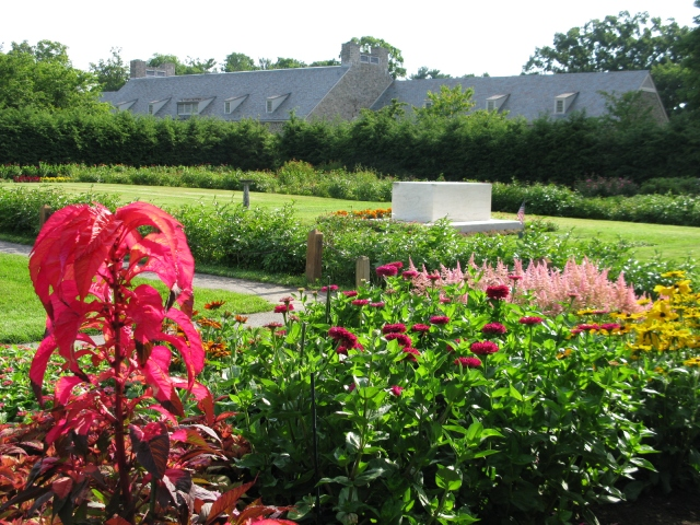 View of Rose Garden gravesite, Home of FDR National Historic Site